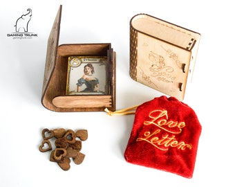 Love Letter™ case in two colors and 14 wooden heart tokens, Love Letter™ organizer, Love Letter™ box, Hearts tokens, Wooden box