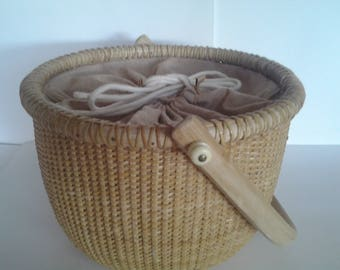 Nantucket lightship sewing basket or purse, round