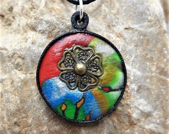 Round necklace with flower polymer clay and quilling