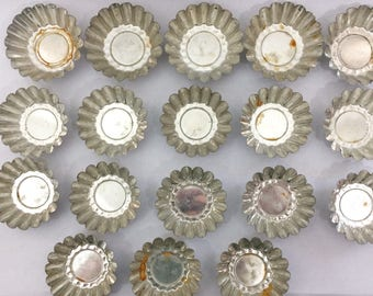 Set of 18 Small Tart Tin, Vintage Fluted 5 Large and 13 Small Metal Tins, Candy Making, Vintage Crafting Supplies