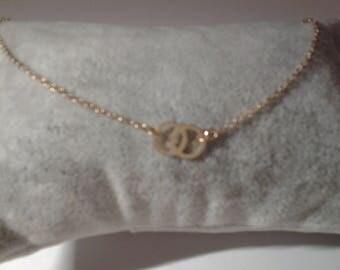 Choker of neck plaqie gold pattern interweaves