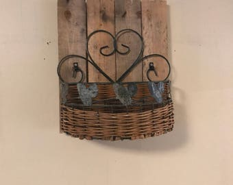 Pallet and wire basket fruit or veggie bin