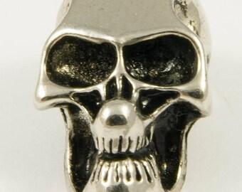 Shiny skull shaped bead