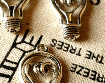 Lightbulb 5 silver charms vintage style jewellery supplies C303