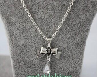 very pretty white pendant necklace