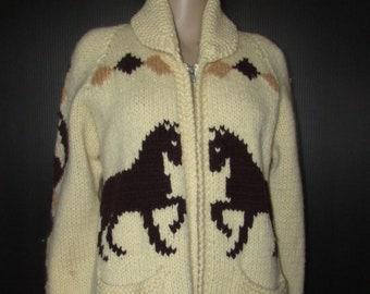 beautiful hand knitted  western cowboy horses cardigan  / très beau cardigan tricoté main western, cowboy chevaux  size md
