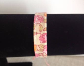 Cotton pattern bracelet flower background