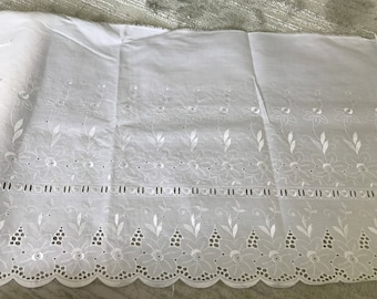 eyelet lace 44 cm in width, color white