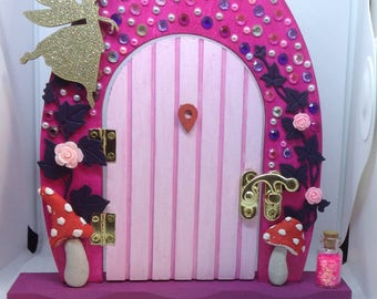 Bling/Sparkle/Fairy/Toadstool/Flower/Hand decorated Fairy Door