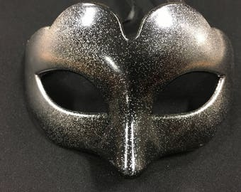 Mysterious! (black & silver masquerade mask)