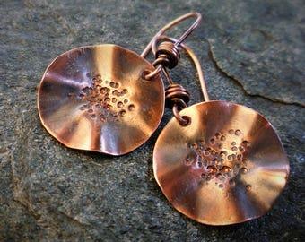 Small rustic earrings, Copper disk earrings, Hammered copper, Small earrings, Wavy earrings, Circle earrings