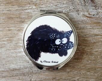 Pocket mirror with cat fouin