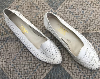 1980s White Woven Flats, Cobbies Leather Slip Ons, Sz 7.5/8