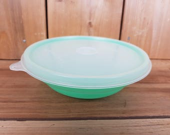 Vintage Tupperware Bowl Jade Jadeit Green Round Keeper Container Clear Lid Food Storage Made in Canada Mod Retro Kitchen Lunch Lunchbox Teal