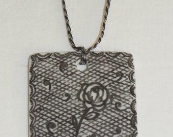 Square pendant effect lace porcelain