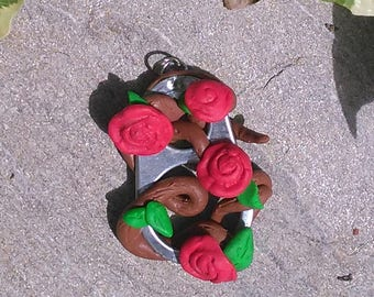 Roses and entwined branches rose pendant