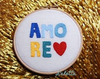 Hand-embroidered Amore Wallart / Decorazione da parete ricamata