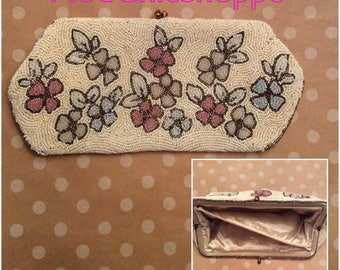 Vintage 1960s Mod Beaded Clutch Purse with Beautiful Flower Pattern.