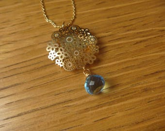 Openwork of flowers and chalcedony gemstone and gold necklace