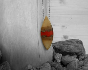 Necklace/pendant/pendant made of wood and resin Red