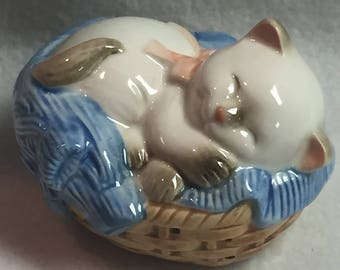 Avon Kitty in Basket Pomander (#146)