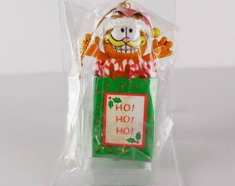 Vintage 1981 Enesco Garfield in a Gift Bag Ho Ho Ho Christmas Ornament