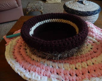 Crochet bowl with fur