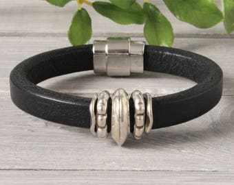 Leather men's bracelet with magnetic clasp