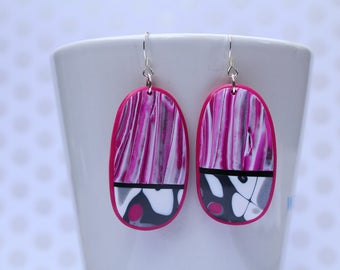 polymer clay earrings, Hot pink, black and white . Modern dangle oval earrings