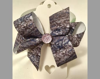 Grey patterned small boutique grosgrain bow.