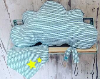 Birth Kit: 1 bandana bib + 1attache lollipop + 1 cloud pillow
