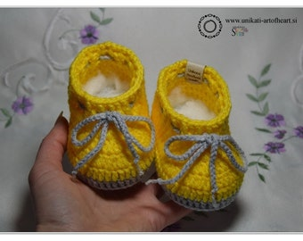 Crochet Baby Shoes / Unisex Baby Shoes / Yellow Baby Shoes / Baby Sneakers / Newborn Baby Slippers / Baby Shower Gift / Cute Baby Shoes