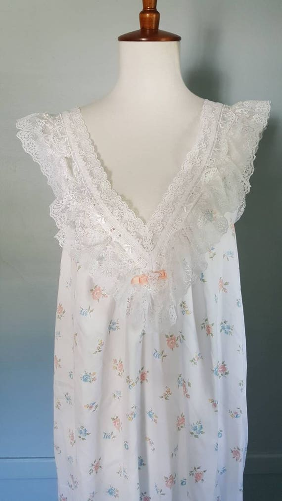 Vintage 80s satin nightgown. Dainty romantic vintage lingerie fairy tale night gown