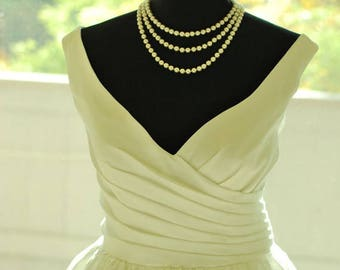 Retro feel vintage inspired v neckline wedding dress custom make for any color