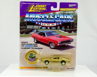 Johnny Lightning Muscle Cars 1968 Ford Shelby GT-500 1/64 Diecast Car