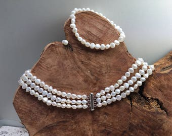 Beautiful romantic pearl jewelry set / white fresh water pearls / necklace / bracelet / earstuds