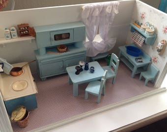 Dolls houses, doll's kitchen, very old, but renovated!