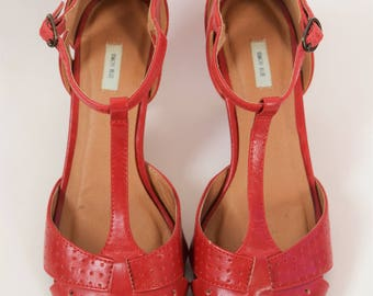 Retro Red T-Strap High Heels - US 7
