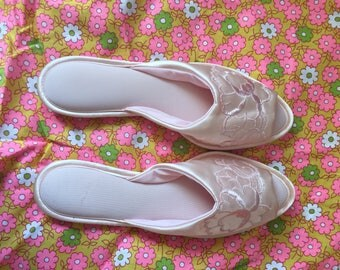 Pink 1950s / 1960s satin slippers.