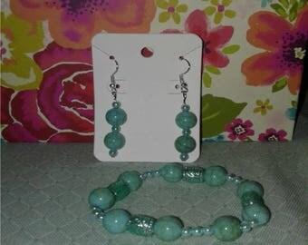 Mint-color earring and bracelet set
