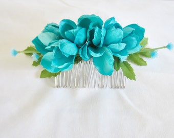 Turquoise bud flower comb