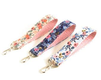 Wrist Lanyard, Short Lanyard, Floral Key Fob, Short Key Lanyard, Blue and Pink Flowers Key Chain, Fabric Key Wristlet, Rosa Key Fob Strap