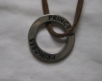 Princess circle necklace