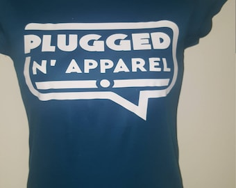 PLUGGED N APPAREL T-SHIRT w/plugged n apparel inside of speaking box
