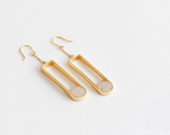 NON-FACETED EARRINGS
