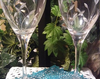 2 CRYSTAL  Princess House Tulip etched wine glasses