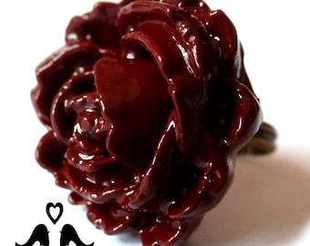 Dark red 'Rose' ring.