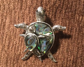Abalone sea turtle familt hat pin