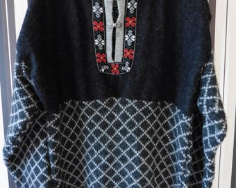 Vintage Wool Sweater/Sweater With Embroidery/Pullover With Patch/Sweater With Decor/Sweater With Print/100% Wool/XL Size