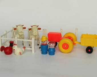 Fisher Price Little People, #915 Play Family Farm, tractor, cart, farmer, cows, fence, rooster and chicken